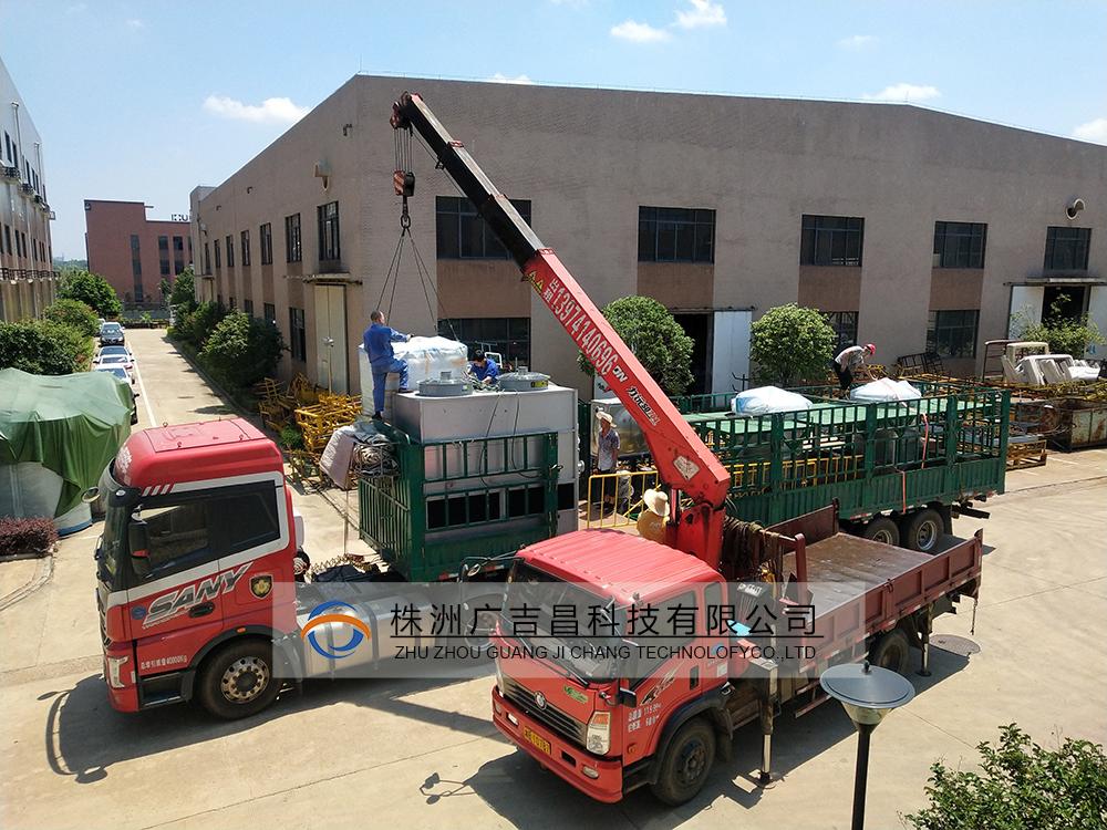 立式石墨化炉设备发货